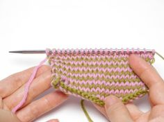 Knit coloured rows without cutting yarn (tutorial)