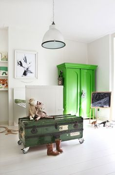White room with green accents. This is the Maaike's choice for the oldest boy's room (you can see the brother's nursery here). Green is the protagonist, not only can be found …
