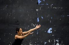 Yves-Noël Genod : Leçon de théâtre et de ténèbres, Episode #1 : Manuel de liberté / Théâtre du Point du Jour, Lyon. Une expérience artistique rare et précieuse est en train de se dérouler entre Lyo...