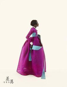 Tchai Kim Youg-Jin is traditional Korean hanbok brand Korean Hanbok, Korean Dress, Korean Outfits, Asian Fashion, Fashion Photo, Fashion Art, Fashion Outfits, Korean Traditional, Traditional Dresses