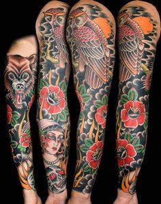 tatouage bras old-school à countours épais et couleurs vives
