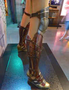 Batman v Superman: Dawn of Justice Wonder Woman costume boots, DC Super Hero Girls: Super Hero High Wonder Woman Kunst, Wonder Woman Art, Gal Gadot Wonder Woman, Wonder Woman Movie, Wonder Woman Cosplay, Wonder Women, Super Hero High, Dc Super Hero Girls, Batman Boots