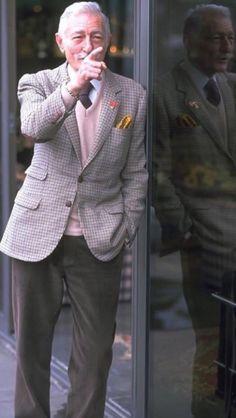 Gary Medel, Older Men, No One Loves Me, Men Looks, Gentleman, First Love, Nostalgia, About Me Blog, Bikini