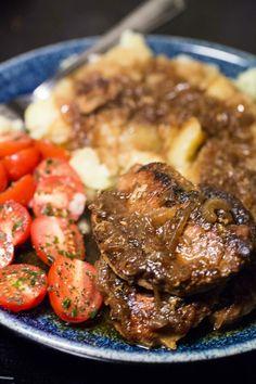 Farmorskött – Långkokta fläskkotletter   Fredriks fika Food For The Gods, Swedish Recipes, Fika, Pork Recipes, Pot Roast, Love Food, Slow Cooker, Breakfast Recipes, Sausage