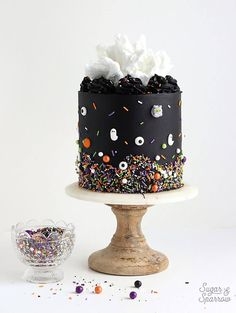 Learn how to decorate the perfect Halloween cake with pitch black buttercream, white cotton candy, and monster sprinkles by SprinklePop! recipes for halloween Halloween Desserts, Spooky Halloween Cakes, Halloween Torte, Pasteles Halloween, Soirée Halloween, Halloween Birthday Cakes, Haloween Cakes, Halloween Cake Decorations, Halloween Wedding Cakes
