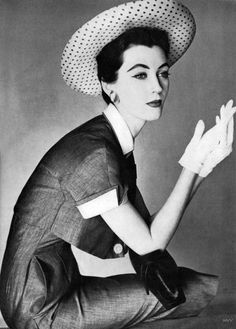 Dovima photographed by Irving Penn for Vogue, April 1954.