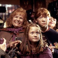Weasley's - Molly, Ginny & Ron at Flourish & Blotts buying books for Ron & Harry's 2nd year at Hogwarts - Molly is grinning at Gilderoy Lockhart. LOL