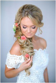 Прическа с цветами на свадьбу