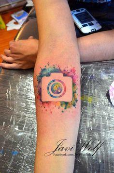 Si eres amante de la fotografía, estos 15 extraordinarios tatuajes de cámaras te…