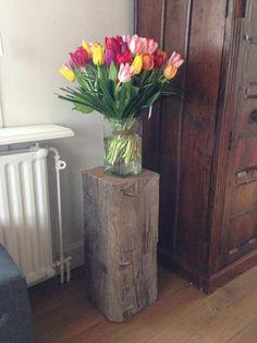 Schöne Niederländische Tulpen auf einer Bootspfahl Sockel von Solits! www.sockelundsaeulen.de