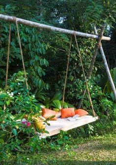 Secret garden Swing - °°Un lit suspendu pour une terrasse°°. Backyard Swings, Backyard Seating, Backyard Ideas, Backyard Chickens, Backyard Landscaping, Garden Swing Seat, Porch Swing, Swing Beds, Garden Swings