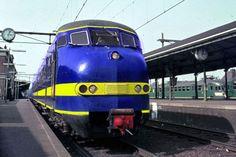 nederlandse treinstellen - Diesel Locomotive, Train Tracks, Netherlands, Locs, Airplanes, Transportation, Hobbies, Train, Parking Lot