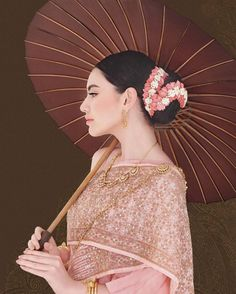 Davika Hoorne, WE Wedding magazine Traditional Thai Clothing, Traditional Dresses Designs, Traditional Wedding Dresses, Traditional Fashion, Traditional Outfits, Thai Brides, Thai Wedding Dress, Thailand Fashion, Thai Fashion
