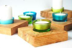 """""""Die etwas anderen Teelichthalter aus Holz.  Dieser Teelichthalter wurde aus gestockter Birke, und ist mit einem farbigen Glasteelicht gefertigt.   ..."""