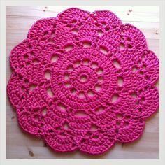 super Ideas for crochet doilies placemat rugs Crochet Placemats, Crochet Doily Patterns, Crochet Motif, Crochet Doilies, Crochet Flowers, Crochet Stitches, Knit Crochet, Crochet Home, Crochet Granny