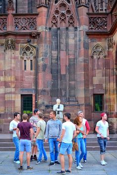 Kunst am Seiteneingang des Straßburger Münster