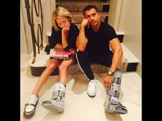 Kelly Ripa and Mark Consuelos and their simultaneous foot injuries...feeling bummed