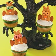 Wide-Eyed Owl Cupcakes with Nutter Butter Owls