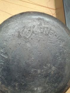 How to clean cast iron cookware with electrolysis Cleaning Cast Iron Pans, Cast Iron Cooking, Cleaning Recipes, Cleaning Hacks, Cooking Recipes, Rusted Cast Iron Skillet, Cleaning Rusty Tools, Clean Pots, Seasoning Cast Iron