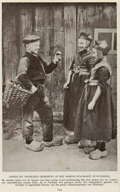 Staphorst kinderen 1920ies by janwillemsen, via Flickr #Overijssel #Staphorst
