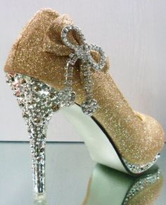 Fashionable Women Shoes, Bags, Clothes, Everything Beautiful. Gold Wedding Shoes Platform With Crystal Bowknot High Heel Women Shoes - Heel Height: Platform Height: Bling Bling, Bling Heels, Sparkle Heels, Rhinestone Shoes, Stiletto Shoes, Shoes Heels, Gold Shoes, Gold Pumps, Gold Wedding Shoes