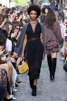 Rebecca Minkoff Ready to Wear Fall 2016 Rebecca Minkoff, Fashion Bags, Fashion Show, Chiffon Rock, Langer Mantel, Fall 2016, Ready To Wear, Runway, Spring