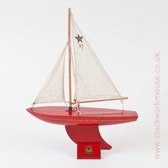 SY/2 model yacht by English maker Star Yachts of Birkenhead.