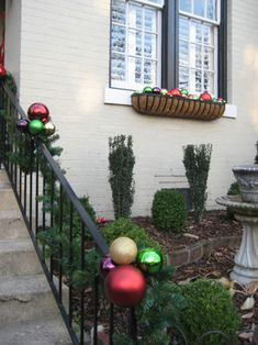 img_1047 from younghouselove.com   love the over-sized ornaments!