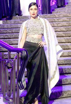 Kareena Kapoor Khan. Pics/Yogen shah : Photos: Bollywood celebs at Lakme Fashion Week 2015 finale