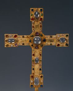 Processional Cross from Hildesheim - The so-called Small Bernward Cross was carried in procession during the liturgy and kept upon the altar of the church - It is part of the medieval treasures from Hildesheim Medieval Jewelry, Ancient Jewelry, Wiccan Jewelry, Byzantine Gold, Sign Of The Cross, 17th Century Art, Cross Art, Christian Symbols, Cross Jewelry