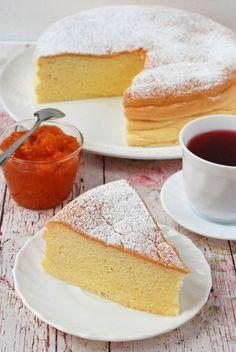 Japán felhőtorta recept - Kifőztük, online gasztromagazin Cookie Recipes, Dessert Recipes, Desserts, Japanese Dishes, Dessert Drinks, Amazing Cakes, Vanilla Cake, Good Food, Food And Drink