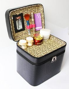 Annie Queen Rolling Makeup Case