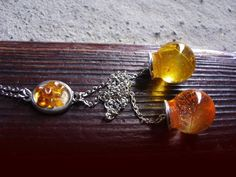 Long necklace with amber and feathers in resin by zusnA on Etsy