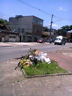 Estarei sempre antenado e ligado nos problemas do bairro onde moro e por isso não vou cansar de pedir para que parem de jogar lixo sobre o calçadão que começa na estação Rubens Paiva do metrô até estação Pavuna.