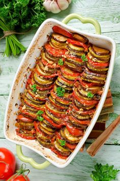 cooking recipes A Classic French Provencal Ratatouille is a hallmark of summer. Filled with late summer veggies and fragrant herbs. An easy oven-baked dish, versatile and even freezer Vegetable Recipes, Vegetarian Recipes, Healthy Recipes, Vegetable Stew, Meat Recipes, Cooker Recipes, Seafood Recipes, Vegan Vegetarian, Parmesan Chips