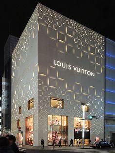Linda fachada da Louis Vuitton em Tokyo. O Cube³ usará a mesma técnica e material na fachada, trazendo modernidade e sofisticação para o empreendimento comercial em Guarulhos.