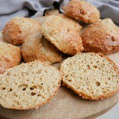 Müslibarer med dadler - en sund snack | Mummum.dk Snack Recipes, Cooking Recipes, Healthy Recipes, Bagel Bar, Healthy Cake, Healthy Food, Bread Baking, Frisk, No Bake Cake