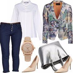 Arriva l'autunno e noi lo salutiamo in allegria, scegliendo un outfit colorato. Blazer a fiori, per le giornate più umide, camicia bianca alla coreana, il tacco a spillo crema, un must, orologio importante e pantalone effetto jeans.