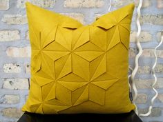 cuscino geometrico. #pillow #geometry #yellow #triangle #soft #design