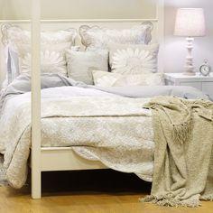 Preparados para acordar com a nova Coleção Juliet? Para madrugadores e não só | A Loja do Gato Preto | #alojadogatopreto | #shoponline Juliet, Bed, Design, Furniture, Home Decor, Throw Pillows, Bedspreads, Blinds, Interiors