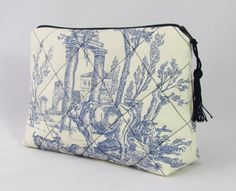 cosmetic pouch toile de jouy blue white nostalgic country scene with small blue tassel 6,3x9,5 inch quilted make up bag vichy check lining