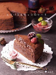 新『別立て法』スポンジケーキdeとろける生チョコレートケーキ by 田村りか*ランチョンマット 「写真がきれい」×「つくりやすい」×「美味しい」お料理と出会えるレシピサイト「Nadia | ナディア」プロの料理を無料で検索。実用的な節約簡単レシピからおもてなしレシピまで。有名レシピブロガーの料理動画も満載!お気に入りのレシピが保存できるSNS。 Sweets Recipes, Brownie Recipes, Cake Recipes, Desserts, Chocolate Pound Cake, Brownie Cake, Cafe Food, Cake Flavors, Sweet Cakes