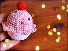 Cupcake alfiletero a crochet explicado paso a paso en vídeos tutoriales para ** diestros y zurdos ** disfruta tejiendo conmigo.