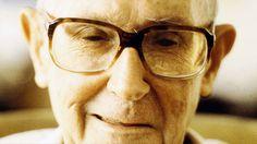 """""""Minha relação com o tempo é a do comum das pessoas, nada simpática. Assisto à desmontagem do ser que ele construiu e que depois vai se divertindo em destruir, você acha isso engraçado?"""" Esta foi a resposta de Carlos Drummond de Andrade a uma pergunta que lhe fiz, por carta, sobre a idade e o tempo, em 1986. No próximo dia 31, ele completaria 113 anos, o que nos diria a respeito? http://obviousmag.org/pe_na_alcova/2015/duas-cartas-e-sete-perguntas-para-drummond-parte-1.html"""