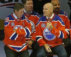 100 Greatest NHL Players by Team ** Mark Messier ** Wayne Gretsky Nhl Games, Hockey Games, Hockey Mom, Ice Hockey, Mike Bossy, Mark Messier, Bobby Hull, Wayne Gretzky, Pittsburgh Penguins Hockey