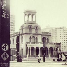 Moorish mansion at Paulista Avenue in 1977 (demolished in the 80's) Photo: Gladys Russo