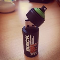 "Pen Drive Modelo ""Latinha Spray"""