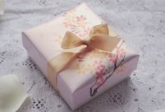 #packaging #box #gift #romantic #bow #wrapping
