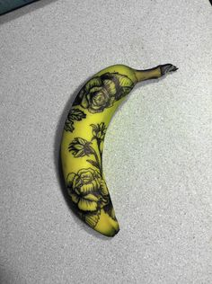 """""""Someone asked earlier what tattoo artists practice on before human skin. Here is a tattooed banana, one of the options."""""""