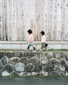 dontrblgme2:  iGNANT.de - Akira Oozawa Documents The Playful Adventures Of His Twin Daughters